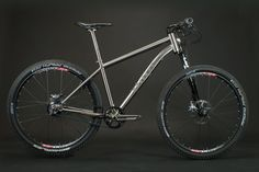 Full Custom tailormade Titanium 650b mountainbike with carbon XLR Lefty, gates, Rohloff.