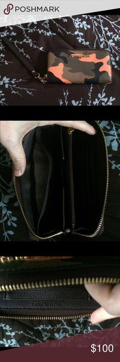 c3a4df817207cd Buy michael kors camo wristlet > OFF76% Discounted