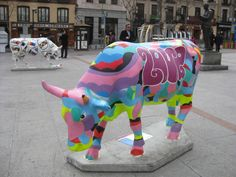 cow Parade, Madrid 2009 Eat More Chicken, Cow Parade, Musk Ox, Painted Pony, Cute Cows, Cow Art, Canary Islands, Public Art, Elephants
