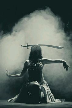 Belly dancer with sword by Beto Hektor Fotografia. Danza Tribal, Tribal Belly Dance, Tribal Fusion, Burlesque, Baile Jazz, Lumiere Photo, Belly Dancing Classes, Little Buddha, Dance Poses