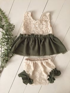 Joanna Gaines inspired vintage set- Sew darn cute- baby clothes, sitter session, vintage baby, photo… – Newborn About So Cute Baby, Cute Baby Clothes, Cute Babies, Vintage Baby Clothes, Vintage Baby Dresses, Sewing Baby Clothes, Baby Outfits, Newborn Outfits, Newborn Clothing