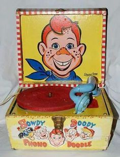 Howdy Doody children's record player from the early -- remember how they had those great big 78 needles in the arm? Vintage Tv, Vintage Games, Vintage Antiques, Vintage Stuff, 1950s Toys, Retro Toys, Radios, Howdy Doody, Record Players
