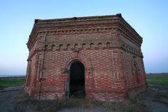 Масонський храм. Masonic temple. Kherson. Ukraine. South. Tourism. Antiquity. Sculpture. Architecture.