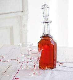 This orange wine is a vibrant combination of fresh oranges, rosé wine, vodka and vanilla. It makes a lovely homemade gift. Christmas Food Gifts, Homemade Christmas Gifts, Homemade Gifts, Christmas Recipes, Christmas Presents, Christmas Time, Xmas, Orange Recipes, Spicy Recipes