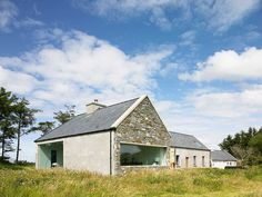 Louise McGuane and her husband Dominic McCarthy used natural light and open space to turn their stone cottage into a modern hideaway. Chalet Extension, Cottage Extension, Modern Bungalow House, Rural House, Barn Renovation, Cottage Renovation, Farmhouse Architecture, Modern Farmhouse Exterior, Farm Cottage