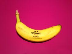 バナナをキャンバスに描かれた色とりどりのアート「Banana Graffiti」