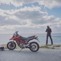 【horikei】さんのInstagramをピンしています。 《#motorcycle#bike#ducati#hypermotard#ducatista#ducatilife#sea#ocean#sky#instagood#instaview#rider#selfie#backview#winter#agv#helmet#vr46#valentinorossi#nikoncoolpix#nikoncoolpixa#bench#バイク#バイクのある風景#ドゥカティ#冬#海#空#instabike》