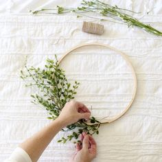 DIY Embroidery Hoop Wreath Project – Cotton Stem DIY Blumenkranz für die Hochzeit Together with the winter chill in full-effect; Decorating the layer can be. Embroidery Hoop Decor, Diy Embroidery, Vintage Embroidery, Embroidery Designs, Handkerchief Embroidery, Machine Embroidery, Advanced Embroidery, Embroidery Tattoo, Mexican Embroidery