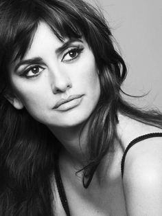 Beautiful Celebrity Hollywood Penelope CruzYou can find Penelope cruz and more on our website. Penelope Cruz Blow, Penelope Cruz Makeup, Penelope Cruze, Beautiful Celebrities, Beautiful Women, Spanish Actress, Portraits, Black And White Photography, Portrait Photography