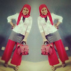 Dress rona kelabu tanpa lengan pallazo merah dan shawl merah di padan kan bersama blazer putih bercorak bunga2 besar...