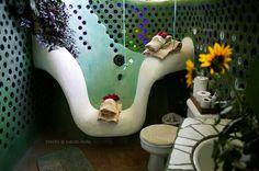 What an awsome tub and bathroom!