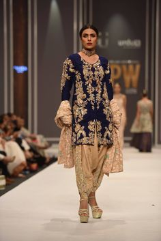 """FNKASIA By Huma Adnan Showcased Latest Collection """"Midnight Garden"""" At Fashion Pakistan Week Winter Festive 2016 Truly sensation of fashion, """"Midnight Garden"""" Pakistani Bridal Dresses, Pakistani Outfits, Indian Dresses, Indian Outfits, Women's Ethnic Fashion, Asian Fashion, Classy Outfits, Beautiful Outfits, Party Kleidung"""