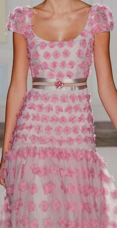 Been looking for evening dresses for my characters Lora Weaver & Camille Caron--dresses that look fab but move. This stylish pink number from Temperley London (Spring could work:) Floral Fashion, Pink Fashion, I Love Fashion, Fashion Details, Fashion Design, Beautiful Gowns, Beautiful Outfits, Mode Rose, London Spring