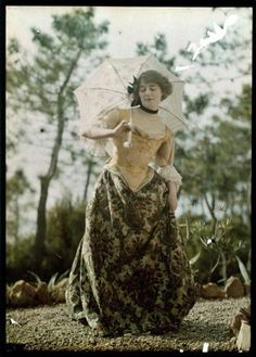 Vintage Clothes Women in Early Color Photography: 41 Stunning Pictures of Edwardian Beauties From Between the and ~ vintage everyday Edwardian Era, Edwardian Fashion, 1900s Fashion, Medieval Fashion, Victorian Women, Women's Fashion, Couture Fashion, Fashion Tips, Belle Epoque