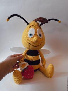 Купить Большой Пчёл и клубничка. - желтый, полосатый, пчела, пчелка, Пчелка Майя, вязаный, крючком Вязание Крючком Пчела, Связанные Крючком Игрушки, Чирикающий, Куклы, Ручная Работа, Животные, Вымышленные Персонажи, Пчелы, Схемы Вязания Амигуруми