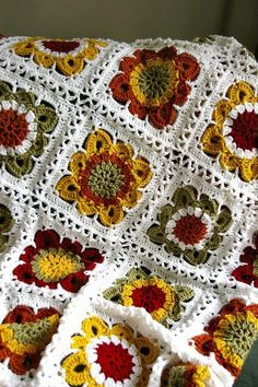 Transcendent Crochet a Solid Granny Square Ideas. Inconceivable Crochet a Solid Granny Square Ideas. Plaid Au Crochet, Crochet Fall, Crochet Home, Love Crochet, Beautiful Crochet, Crochet Crafts, Crochet Flowers, Crochet Projects, Knit Crochet