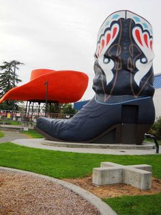 Hat 'n' Boots is a Seattle attraction and landmark with the nation's largest hat & cowboy boots.