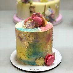 """Inês Arteaga on Instagram: """"O bolo de Sofia não poderia ser outro, senão de minha amiga @juniabfranco que fez essa linda criação inspirada no tie-dye 😍💖💖💖 #bolotiedye…"""" Bolos Tie Dye, Bolo Sofia, Rustic Cake, Fez, Alice, Desserts, Instagram, Neon Party, Other"""