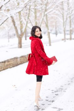Chic 26 Elegant Red Christmas Outfits Ideas For Women Look More Beautiful https://www.tukuoke.com/26-elegant-red-christmas-outfits-ideas-for-women-look-more-beautiful-15937