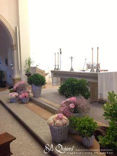 decoracion altar iglesia sotogrande en rosa