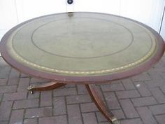 A LOVELY MAHOGANY COFFEE TABLE WITH INLAID GREEN LEATHER AND REMOVABLE GLASS TOP Bexleyheath Picture 1