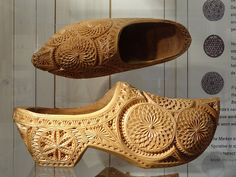 imagine this time and place | chip carved clogs |socas para casamentos