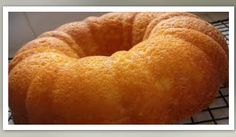 Ricotta orange pound cake with strawberries Banting Recipes, Low Carb Recipes, Cooking Recipes, Low Carb Deserts, Low Carb Sweets, Citrus Cake, Pound Cake With Strawberries, Rum Cake, Brownie Cake