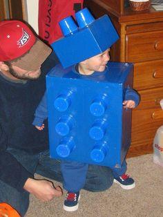 disfraz con cajas y vasos