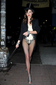 2011 Miranda Kerr dressed as a particularly sexy ringmaster as she headed to her Halloween party in New York. Costume Halloween, Costume Ringmaster, Best Celebrity Halloween Costumes, Classic Halloween Costumes, Halloween Ideas, Halloween Party, Halloween 2013, Group Halloween, Miranda Kerr Dress