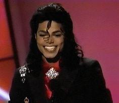 The smileeeeeeeeeeeeeeeee so cuteeeeeeeeeeeeeeeeeeeeee Michael Jackson Sexi, Michael Jackson Memes, Michael Jackson Story, Janet Jackson, Soul Train Awards, The Jacksons, Beautiful Smile, Folk, Singer