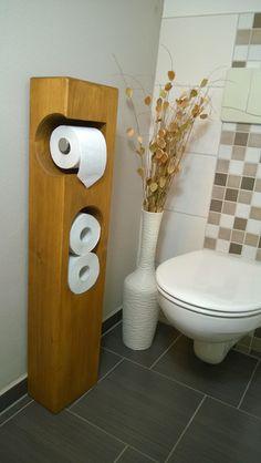 _**Toilettenpapierhalter** Fichte massiv,  Maße: Ca. Breite: 20 cm, Tiefe: 13,5 cm, Höhe: 95 cm _ Farbe: Osmo Dekorwachs Goldahorn, Auf Naturöl-Wachs-Basis        wasserabweisend und...