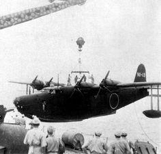 二式飛行艇一一型 二式飛行艇の初期生産型。 エンジンには火星一二型を搭載。 制式採用直後に長大な航続距離を生かしてハワイ第二次攻撃を行ったが、戦果は上げられず、敵機に1機が撃墜された。 その後は各地で長距離哨戒や偵察に使用された。