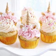 Cupcakes para o tema Unicórnio 🦄 Repost @ohferi_eventstyling