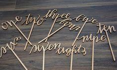 Tabellennummer Holztisch Zahlen rustikale Hochzeit von BRAWOX