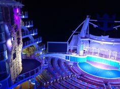 Photo prise de mon balcon sur l'Allure of the Seas de la chambre 323 au 11ème étage. Une photo vaut milles mots !!!