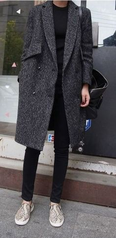 Coat, pant and slip on sneakers : Minimal + Classic Mantel, Hose und Slipper: Minimal + Classic Dress And Sneakers Outfit, Sneakers Fashion Outfits, Grey Outfit, Fashion Moda, Look Fashion, Womens Fashion, Classic Fashion, Winter Chic, Autumn Winter Fashion