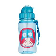 Skip Hop Zoo Straw Bottle lets your toddler sip their favorite drink with their Zoo friend! A major milestone for toddler is when she is ready to move on from sippy cups. Skip Hop Zoo Straw Bottle helps ease this transition by giving little ones a Baby Bottles, Drink Bottles, Water Bottles, Transitioning To Sippy Cup, Dishwasher Safe Water Bottle, Skip Hop Zoo, Smoothie Cup, Boite A Lunch, Cup With Straw