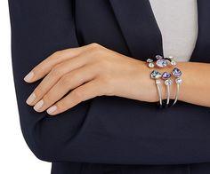 Il profilo armonioso e femminile e le sfumature lilla e viola fanno di questo bangle un gioiello ideale per il vostro fascino estivo. La montatura a... Acquista adesso