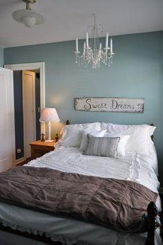 schlafzimmer bett wandfarbe blau