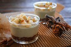 Blendaa kaksi desiä taateleita mössöksi. Lisää joukkoon desi pekaanipähkinöitä ja jatka työstämistä, kunnes aineksista muodostuu taikinaa. Painele taikinaa lasiin  Pese blenderi ja lisää sinne 125 grammaa liotettuja cashewpähkinöitä, 0,5 desiä vettä, kaksi ruokalusikallista agave-siirappia ja yksi omena. Sekoita samettisen tasaiseksi ja kaada laseihin takinan päälle. Pilko päälle omenaa ja ripottele kanelia. Anna jähmettyä jääkaapissa tunnin pari
