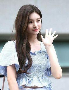 Dragon Family, Girly Pictures, My Princess, Beautiful Asian Girls, Ulzzang Girl, Pop Group, Kpop Girls, Korean, Forbidden Fruit