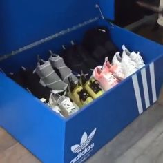 Sneaker-Inspiration – hier findest du, was du suchst – Boy Room 2020 Sneaker Storage, Shoe Storage, Storage Ideas, Giant Shoe Box Storage, Diy Storage Boxes, Funny Bathroom Art, Bathroom Humor, Sneakers Box, Baby Boy Rooms