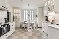 Objektdetaljer Kitchen Dining, Kitchen Island, Home Decor, Island Kitchen, Decoration Home, Room Decor, Home Interior Design, Home Decoration, Interior Design
