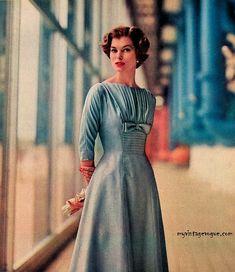 1950 Vintage Vogue - R & K Originals 1959 - Model Jan Rylander 1950s Fashion Dresses, Fifties Fashion, Retro Fashion, Vintage Fashion, 1950s Dresses, Fashion Moda, Look Fashion, Womens Fashion, Fashion Design