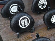 家紋 Japanese Family Crest, Japanese Design, Inspired, Logo, Inspiration, Biblical Inspiration, Japan Design, Logos, Inspirational