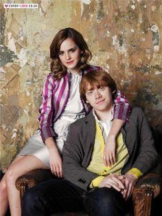 Rupert Grint and Emma Watson Mundo Harry Potter, Harry Potter Ships, Harry Potter Characters, Harry Potter World, Harry Potter Hogwarts, Harry Potter Memes, Alex Watson, Lucy Watson, Daniel Radcliffe Emma Watson