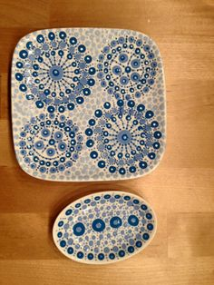 Hippe stip by Cinipu Point Words, Painted Rocks, Hand Painted, Candle Box, Mandala Dots, Dot Painting, Wine Glass, Porcelain, Blue And White