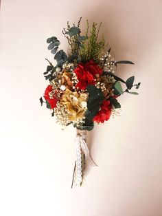 Small boho wedding bouquet with red flowers - preserved so it stays fresh up to 10 years!