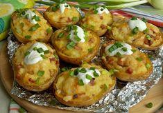 Pieczone ziemniaki z boczkiem - DoradcaSmaku.pl Starters, Baked Potato, Grilling, Food And Drink, Potatoes, Baking, Ethnic Recipes, Tabula Rasa, Hair