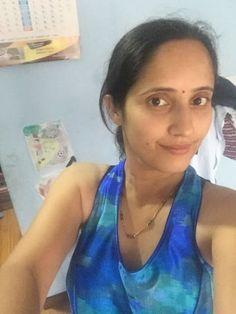 Beautiful Women Over 40, Beautiful Girl Indian, Real Indian Girls, Aunty Desi Hot, Delhi Girls, Sexy Wife, Local Girls, Muslim Girls, Rich Girl
